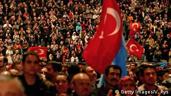 Erdogan supporters in Cologne (Getty Images/V. Rys)