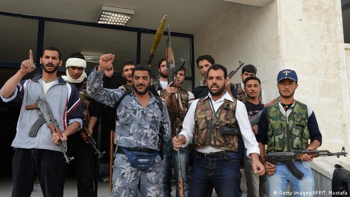 داعش محاصر بين الرقة ودير الزور وقطع الإمداد الرئيسي له — سوريا
