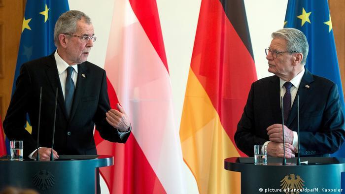 Österreichs Bundespräsident Van der Bellen bei Gauck (picture alliance/dpa/M. Kappeler)