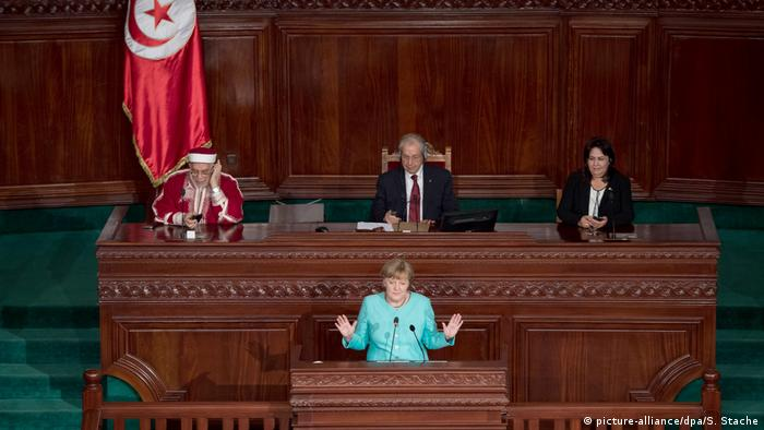 Tunesien Angela Merkel Rede Parlament (picture-alliance/dpa/S. Stache)