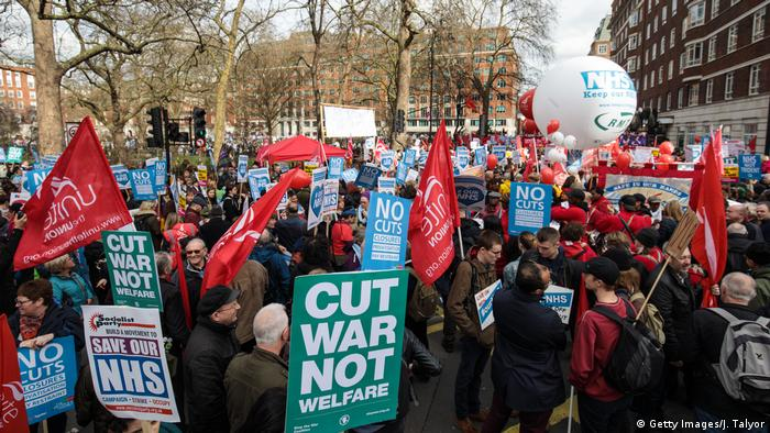 Protests in favor of the NHS (Getty Images/J. Talyor)