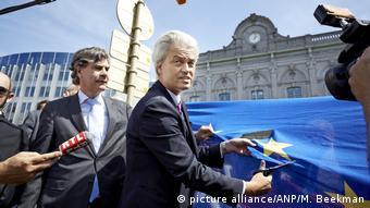 Κόβει τη σημαία της Ευρώπης ο Βίλντερς, αλλά ένα Nexit δεν στηρίζεται από την πλειοψηφία των Ολλανδών