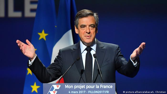Frankreich Wahlkampf Francois Fillon in Aubervilliers (picture-alliance/abaca/L. Christian)