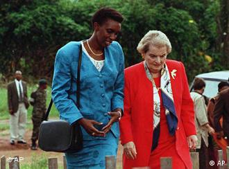Rose Kabuye walks with US Secretary of State Madeleine Albright in 1997