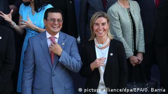 El Salvador Hugo Martínez und Federica Mogherini (picture alliance/dpa/EPA/O. Barría)