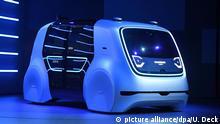 dpatopbilder - Der VW Konzeptentwurf für Autonomes Fahren «Sedric» steht am 06.03.2017 in Genf beim Konzernabend der Volkswagen AG (VW) auf der Bühne. Die Veranstaltung findet vor Beginn des ersten Pressetages beim Autosalon Genf statt. (zu dpa «VW-Konzern will stärker Ideengeber für die Marken sein - Konzeptauto» vom 06.03.2017) Foto: Uli Deck/dpa +++(c) dpa - Bildfunk+++ | Verwendung weltweit