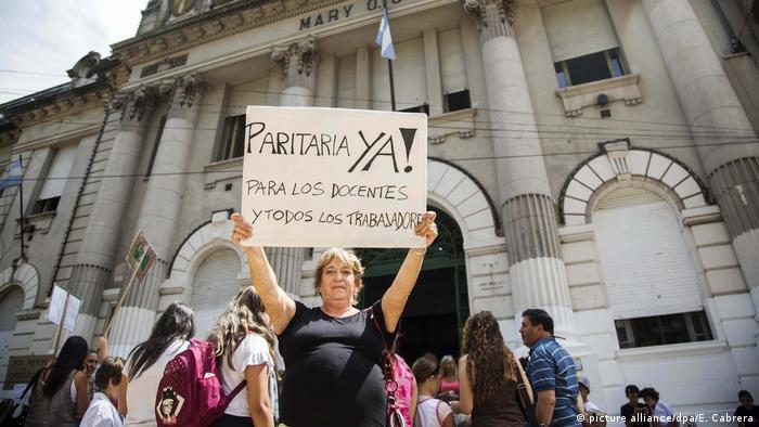 Lehrerstreik in Argentinien (picture alliance/dpa/E. Cabrera)