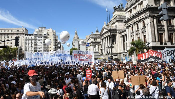 Lehrerstreik in Argentina (picture alliance/dpa/C. Laura/telam)