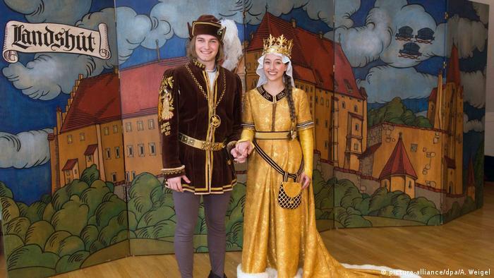 Prinz und Königstochter im Kostüm, bei der Landshuter Hochzeit (picture-alliance/dpa/A. Weigel)