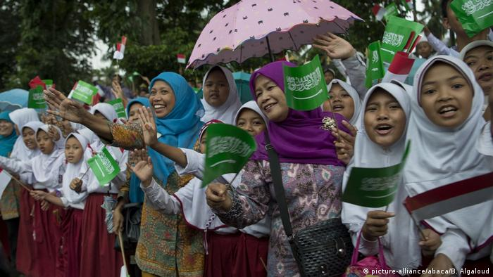 Indonesien - König Salman (picture-alliance/abaca/B. Algaloud)