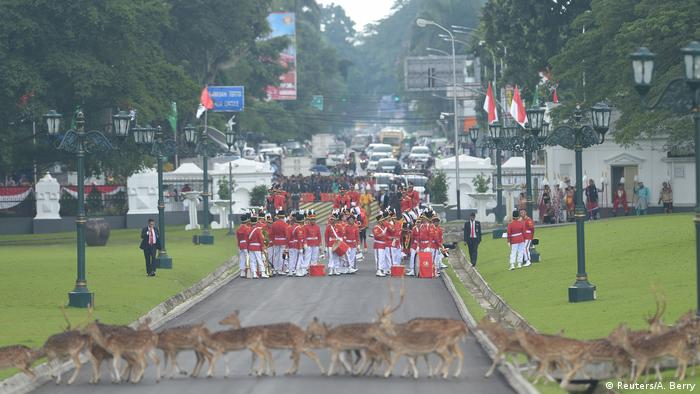 Indonesien - König Salman (Reuters/A. Berry)