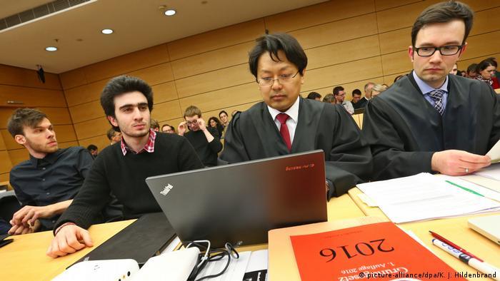 Deutschland Würzburg - Prozess gegen Facebook