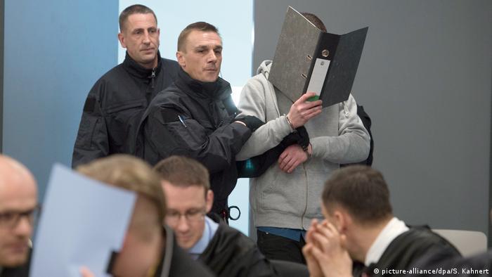 Deutschland Dresden - Prozess gegen die Gruppe Freital (picture-alliance/dpa/S. Kahnert)