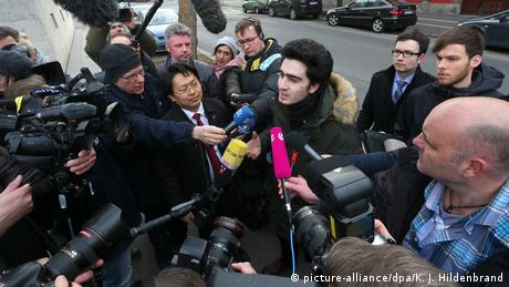Anas M., who became the victim of an anti-refugee smear campaign on Facebook after taking a selfie with Chancellor Angela Merkel, speaks to reporters outside a courthouse in Bavaria. (picture-alliance/dpa/K. J. Hildenbrand)