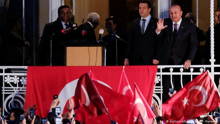 Deutschland türkischer Außenminister Mevlüt Cavusoglu in Hamburg (picture-alliance/dpa/A. Heimken)