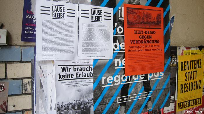 Protest flyers cover the walls at Lausitzer Straße 10 in Berlin - which was slated for sale (DW/T.Rooks)
