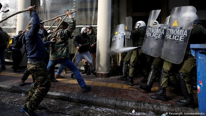Der Sparkurs in Griechenland führt immer wieder zu Protesten, wie hier im März von kretischen Bauern in Athen
