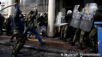 Βίαιες συγκρούσεις αγροτών και αστυνομίας στην Αθήνα (Reuters/A. Konstantinidis)