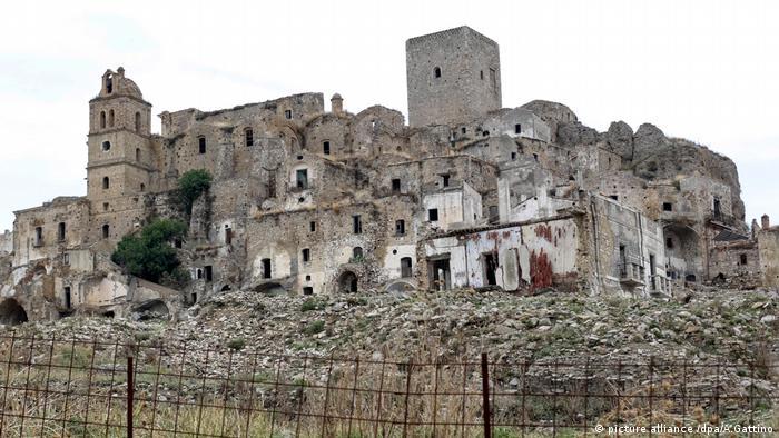Geisterstadt Italien (picture alliance /dpa/A.Gattino)