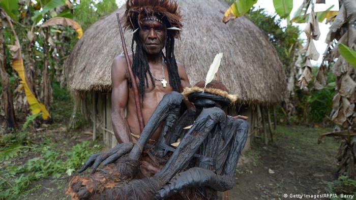 Indonesien Papua Kulturfestival (Getty Images/AFP/A. Berry)