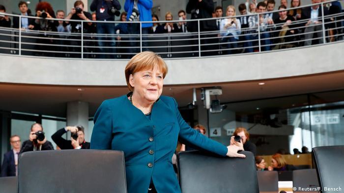 Berlin Angela Merkel, Untersuchungsausschuss VW-Skandal (Reuters/F. Bensch)