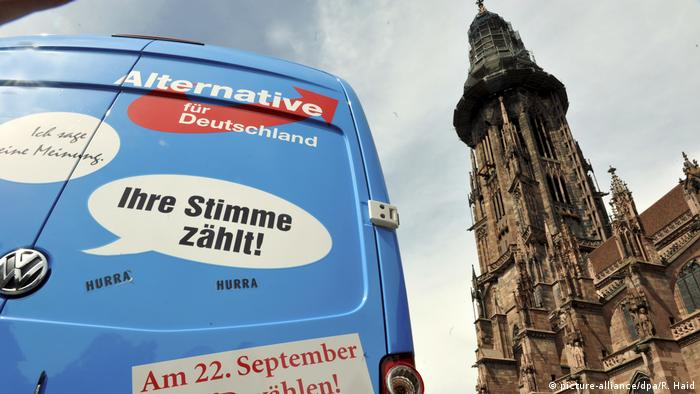 Deutschland Wahlkampf AfD vor Freiburger Münster