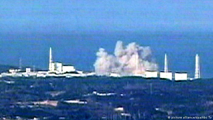 Japan Das Atomkraftwerk in Fukushima explodiert (picture alliance/dpa/Abc Tv)