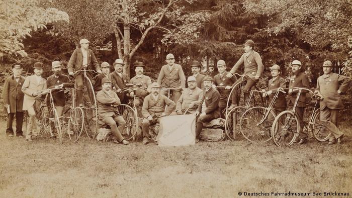 Снимок общества велосипедистов немецкого города Эхингена 1895 года