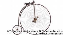 Ausstellung 2 Räder - 200 Jahre im Technoseum, Landesmuseum für Technik und Arbeit in Mannheim. +++ Achtung: Nur zur aktuellen Berichterstattung über die Ausstellung verwenden! +++ Hochrad, um 1885