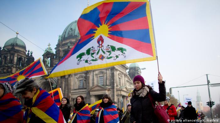 Deutschland Demo für ein freies Tibet (picture alliance/dpa/K. Nietfeld)