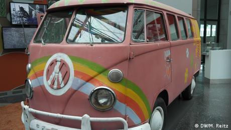 A VW campervan in a history museum | (DW/M. Reitz)