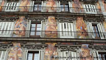 Περίτεχνες ζωγραφιές στις προσόψεις των κτηρίων