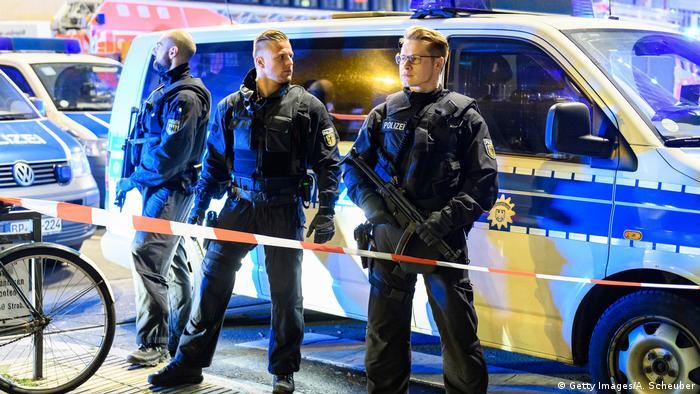 Deutschland Axtangriff am Düsseldorfer Hauptbahnhof (Getty Images/A. Scheuber)