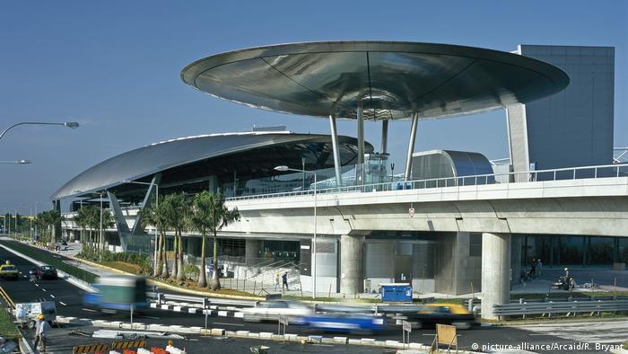 Singapur Expo MRT Station (picture-alliance/Arcaid/R. Bryant)