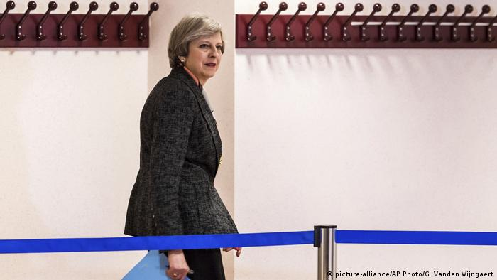Großbritannien Theresa May beim EU Gipfel in Brüssel (picture-alliance/AP Photo/G. Vanden Wijngaert)