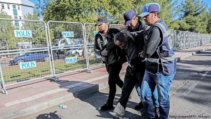 Türkei Festnahme bei einer Demo in Diyarbakir