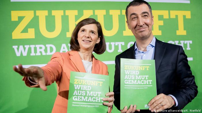 Deutschland Grünes Wahlprogramm für Bundestagswahl - Katrin Göring-Eckardt und Cem Özdemir