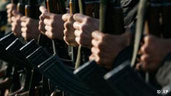 BdT- Iran Soldaten AK 47 Waffen