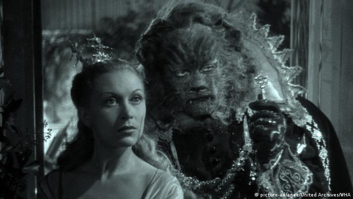 Film still from 'La Belle et la Bête' by Jean Cocteau (picture-alliance/United Archives/WHA)