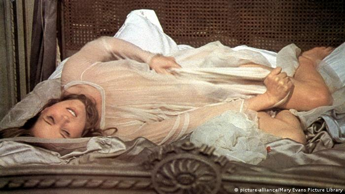 Film still from 'La Bête' by Walerian Borowczyk (picture-alliance/Mary Evans Picture Library)
