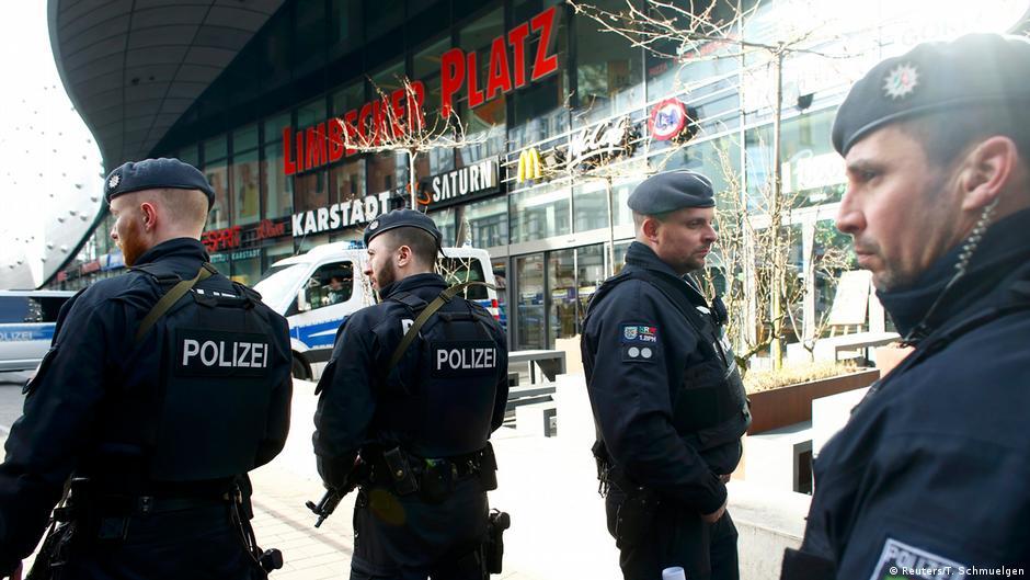 polizei riegelt essener einkaufszentrum nach terrordrohung ab aktuell deutschland dw. Black Bedroom Furniture Sets. Home Design Ideas