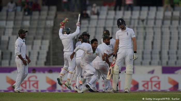 Cricket - 2016 Bangladesh v England in Dhaka (Getty Images/AFP/D. Sarkar)
