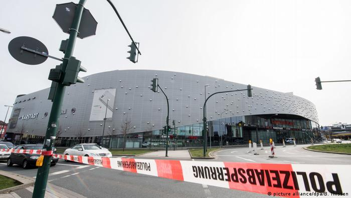 Polizei schließt nach Terrordrohung Einkaufszentrum (picture alliance/dpa/B. Thissen)