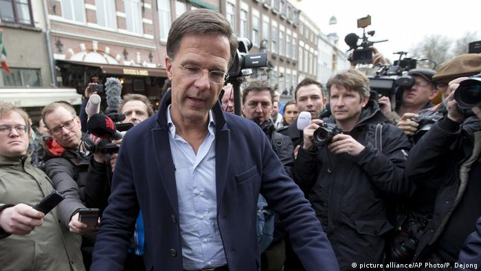 Niederländischer Premierminister Mark Rutte bei Wahlkampagne in Breda (picture alliance/AP Photo/P. Dejong)