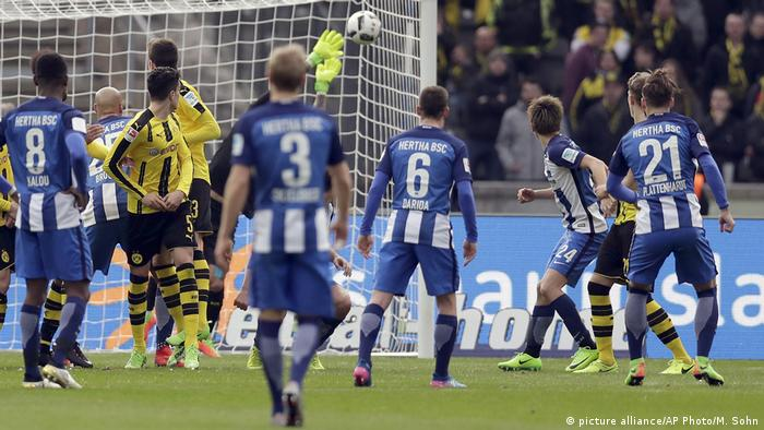 Fußball Bundesliga Hertha BSC Berlin gegen Borussia Dortmund in Berlin (picture alliance/AP Photo/M. Sohn)