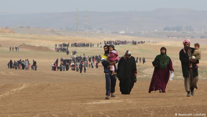 Iraker fliehen aus Badusch (Reuters/A. Lashkari)