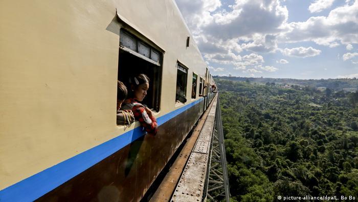 Myanmar Schienenverkehr Mandalay Lashio Express