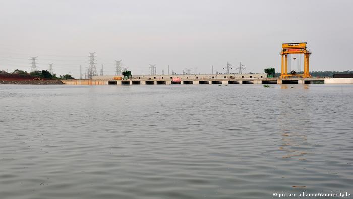 Uganda Bujagali Staudamm Wasserkraftwerk (picture-alliance/Yannick Tylle)