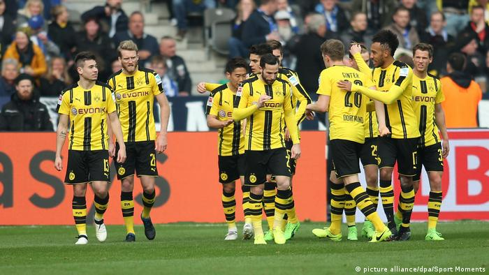Players of Borussia Dortmund during a match (picture alliance/dpa/Sport Moments)
