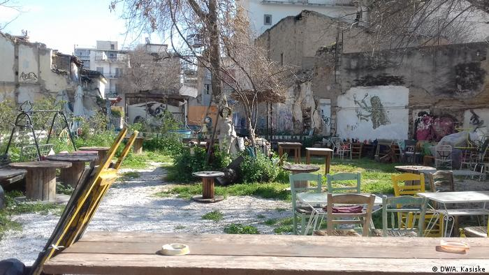 An improvised café in the district of Metaxourgio, Athens